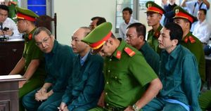Hoãn phiên xử cựu lãnh đạo TP Phan Thiết vì vắng 39 người