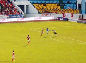 Phung phí cơ hội, Than Quảng Ninh thua 0-3 trên sân nhà