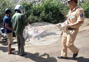 Lào Cai: 2 người chết thương tâm khi xe máy 'kẹp ba' va chạm xe đầu kéo