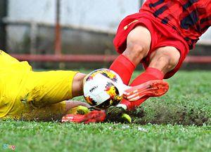 Cầu thủ HAGL lĩnh thẻ đỏ trước mặt bầu Đức