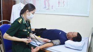 Quảng Ninh: 9 thuyền viên gặp nạn trên biển được đưa vào bờ an toàn