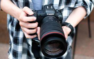 Canon EOS R5 giá gần 120 triệu đồng về Việt Nam