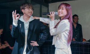 Cặp đôi 'gà bông' Han Sara - Tùng Maru song ca cực ngọt, 'tình bể bình' trên sân khấu