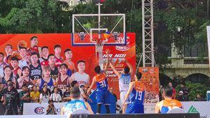 Giải bóng rổ phong trào 3x3 HBF thu hút đông đảo người xem tại phố đi bộ Hà Nội