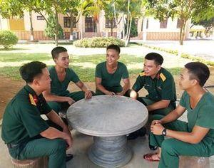 Lắng nghe và kịp thời giải quyết vướng mắc của bộ đội