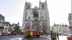 Giới chức Pháp nghi ngờ có người đã đốt nhà thờ tại Nantes