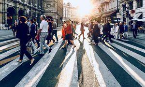 Trời mưa mưa nắng nắng, mặt đường cũng có thể trở nên cực độc cho người đi qua?