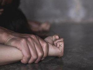 Bị la rầy, bé gái 14 tuổi tố cha đẻ xâm hại tình dục