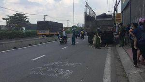 Thi thể nam thanh niên dính chặt vào đuôi xe tải sau tai nạn