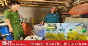 Bắt quả tang hộ dân có hành vi sản xuất nước rửa chén giả với số lượng lớn ở Hà Tĩnh