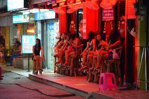 Đề xuất 'phố đèn đỏ': 'Nhập khẩu' gái dịch vụ nước ngoài, tại sao không!