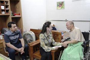 Hanoisme thăm hỏi, tặng quà gia đình Thương binh, liệt sỹ