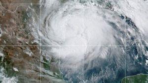 Bão Đại Tây Dương đầu tiên ập vào điểm nóng Covid-19 ở Texas