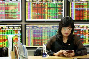 Thị trường chứng khoán từ nay đến cuối năm: Mua vào hay chờ đợi?