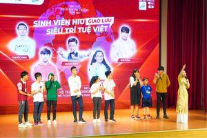 Đại học Quốc tế Hồng Bàng trao học bổng tài năng cho 'Siêu trí tuệ Việt'