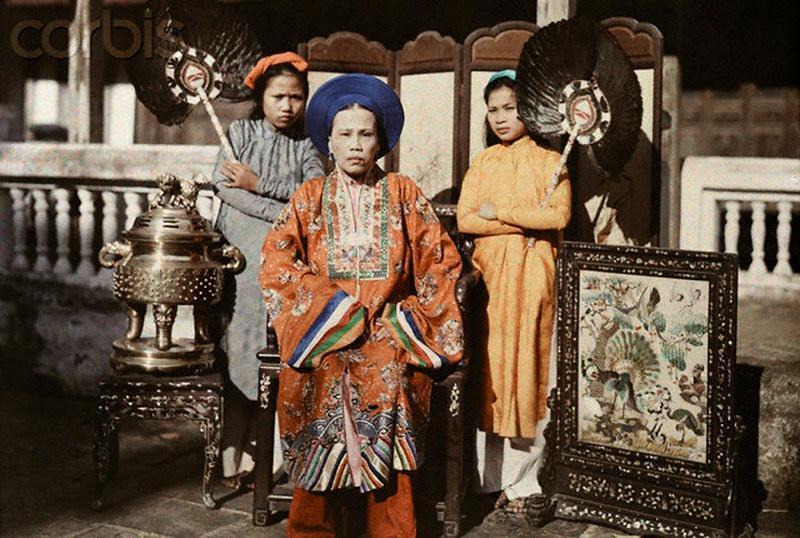 Áo dài của ông hoàng, bà chúa triều Nguyễn có gì đặc biệt?