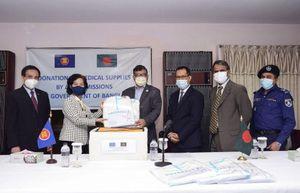 Ủy ban ASEAN tại Dhaka quyên góp vật tư y tế ủng hộ Bangladesh phòng chống dịch Covid-19