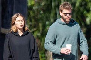 Liam Hemsworth hạnh phúc bên bạn gái mới