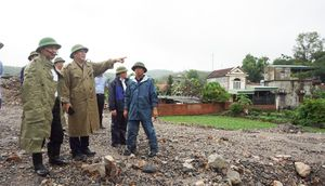 Phó Chủ tịch Thường trực UBND tỉnh Đặng Huy Hậu kiểm tra công tác phòng chống lụt bão