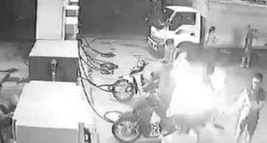 Triệu tập 3 thanh niên hút thuốc gây cháy tại cây xăng