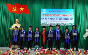 Trao Bằng tốt nghiệp cho 42 tân Cử nhân ngành Luật Kinh tế