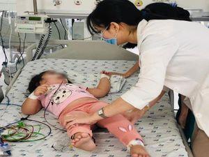 Bé gái 3 tuổi ăn nhầm cơm trộn thuốc chuột