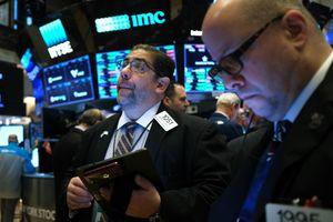 Giới đầu tư hồi hộp chờ gói kích thích mới