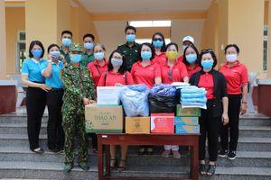 Hội Liên hiệp Phụ nữ tỉnh An Giang tặng quà các điểm cách ly, tổ chốt phòng, chống dịch Covid-19