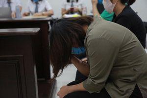 Nói lời sau cùng, cô giáo trường Gateway khóc nức nở xin lỗi gia đình nạn nhân