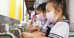 Hơn 800 triệu trẻ em thiếu trang thiết bị cơ bản để rửa tay chống dịch Covid-19