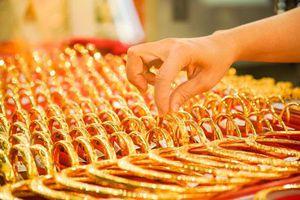 Giá vàng hôm nay (15/8): Giao dịch trên mốc 56 triệu đồng/lượng.