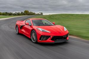 Top 10 xe hơi nhanh nhất trong tầm giá dưới 60.000 USD: Chevrolet Corvette không đối thủ
