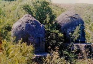 Bí ẩn hàng trăm ngôi mộ cổ ở núi A Mang