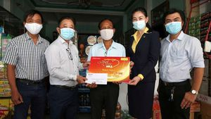 Cần Thơ: 'Mai vàng nhân ái' thăm hỗ trợ nghệ sĩ gặp khó khăn
