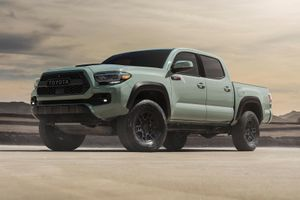 Bán tải Toyota Tacoma 2021 ra mắt, giá từ 26.150 USD