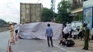 Tin tức tai nạn giao thông mới nhất hôm nay 25/8: Nữ cán bộ ngân hàng tử vong dưới gầm xe tải
