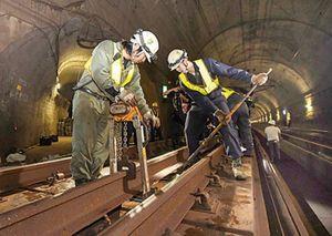 Nhật Bản xây hầm đường sắt xuyên biển dài nhất thế giới kỳ công ra sao?