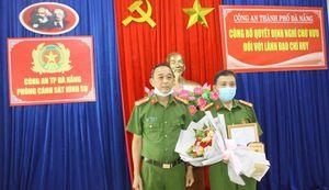 Công bố quyết định nghỉ chờ hưu và trao Huy hiệu 30 năm tuổi Đảng cho lãnh đạo Phòng CSHS Công an TP Đà Nẵng