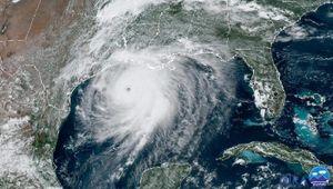 Các nhà máy lọc dầu ở Texas và Louisiana trở lại hoạt động sau bão