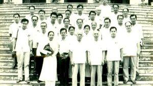 Kỷ niệm 50 năm về dự Quốc khánh lần thứ 25: Trong vòng tay Đất Mẹ