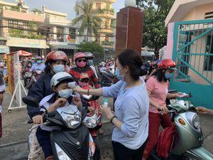 Học sinh TP Hồ Chí Minh háo hức tựu trường trong một năm học đặc biệt