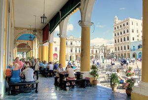 Sau nhiều tháng đóng cửa vì Covid-19, Cuba chào đón những du khách quốc tế đầu tiên