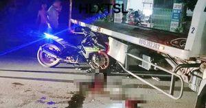 Chạy xe máy không BKS tông xe cứu hộ giao thông, 2 người thương vong