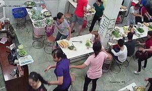 Truy tố vụ phở Hòa ở Sài Gòn bị ném sơn, mắm tôm vì... em rể chủ quán nợ nần