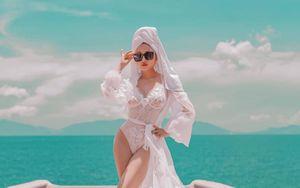Khoe ảnh chụp táo bạo trên biển, vợ hai Minh Nhựa được dân mạng hết lời khen ngợi: Chẳng kém cạnh 'Nữ hoàng nội y'!