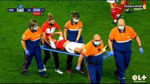 Nữ cầu thủ nhập viện sau pha tranh bóng ở giải Pháp