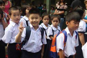 Không được ép buộc học sinh tiểu học mua tài liệu tham khảo