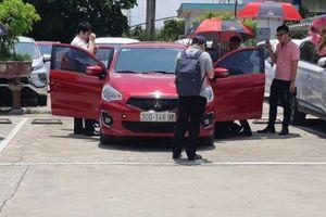 Cần làm rõ việc xe Mitsubishi đang đỗ bỗng dưng bốc cháy