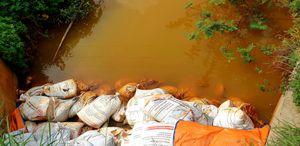 Nguồn nước chảy ra sông Đa Độ ô nhiễm nghiêm trọng