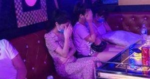 Tin tưởng 'việc nhẹ lương cao', 5 nữ sinh bị lừa làm tiếp viên quán karaoke